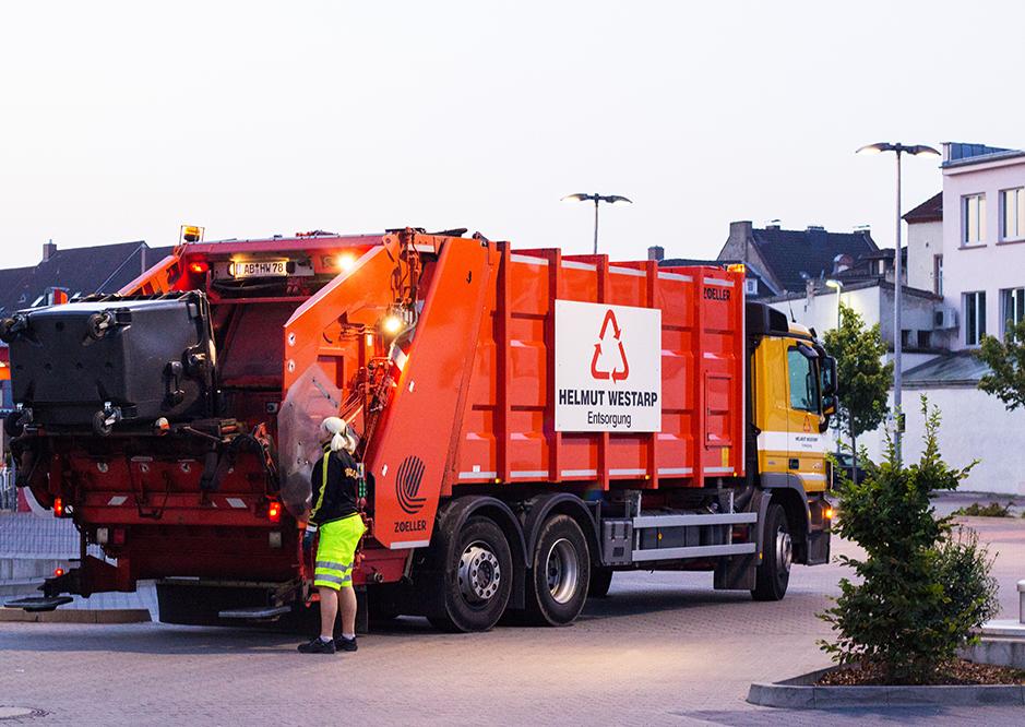 Leerung Müllgroßbehälter über Hecklader